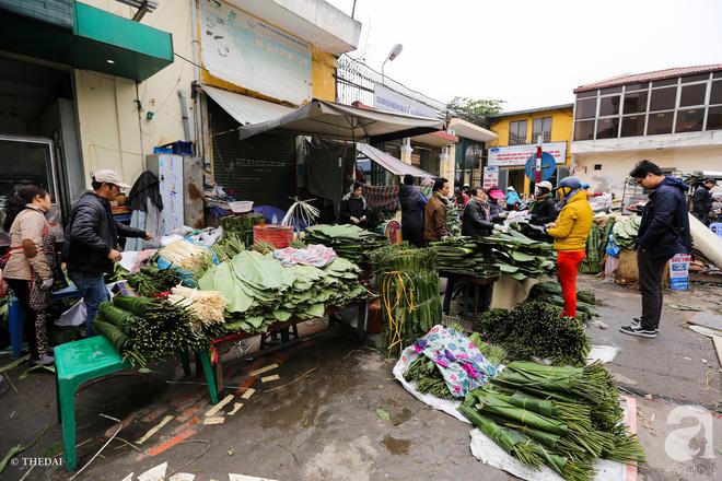 Chợ lá dong lâu năm nhộn nhịp giữa lòng Hà Nội những ngày cận Tết - Ảnh 2.