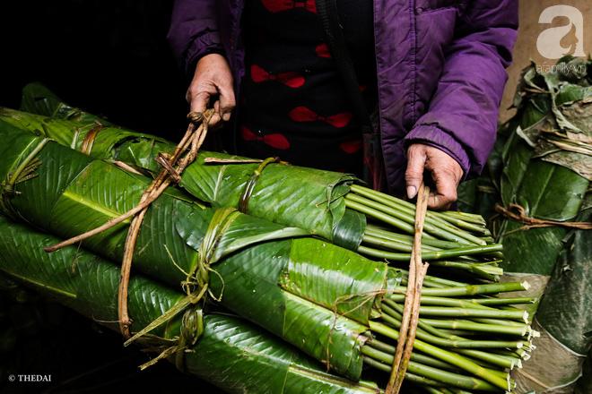 Chợ lá dong lâu năm nhộn nhịp giữa lòng Hà Nội những ngày cận Tết - Ảnh 11.