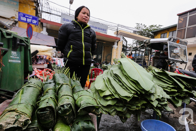 Chợ lá dong lâu năm nhộn nhịp giữa lòng Hà Nội những ngày cận Tết - Ảnh 3.