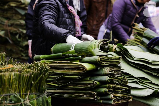 Chợ lá dong lâu năm nhộn nhịp giữa lòng Hà Nội những ngày cận Tết - Ảnh 5.
