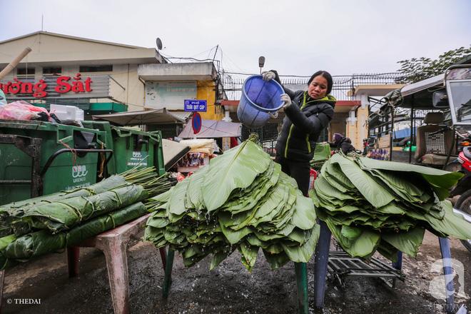Chợ lá dong lâu năm nhộn nhịp giữa lòng Hà Nội những ngày cận Tết - Ảnh 6.