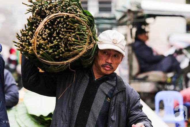 Chợ lá dong lâu năm nhộn nhịp giữa lòng Hà Nội những ngày cận Tết - Ảnh 7.
