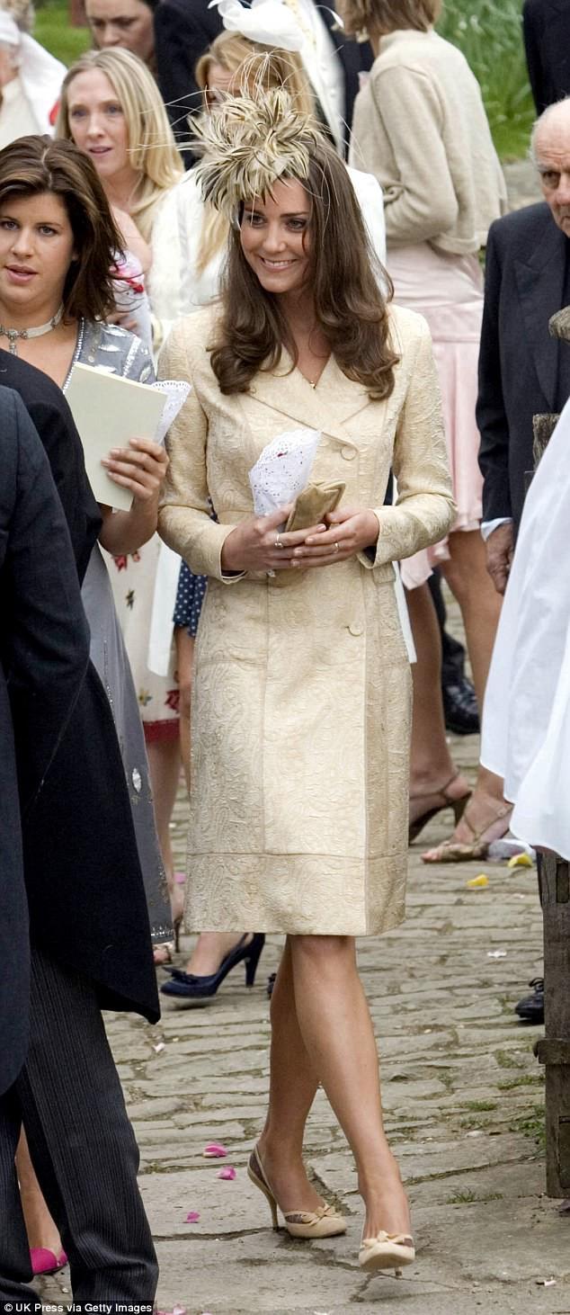 Chẳng mấy mặn mà với mẹ kế nhưng mối quan hệ giữa hai hoàng tử Anh với con bà lại khiến nhiều người bất ngờ - Ảnh 6.
