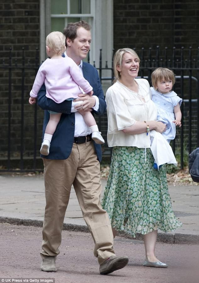 Chẳng mấy mặn mà với mẹ kế nhưng mối quan hệ giữa hai hoàng tử Anh với con bà lại khiến nhiều người bất ngờ - Ảnh 8.