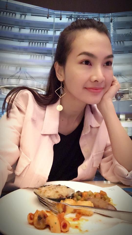 Siêu mẫu Hà Anh, diễn viên Anh Thư bức xúc về bức ảnh mẹ vén váy hớ hênh cho con bú nơi công cộng - Ảnh 6.