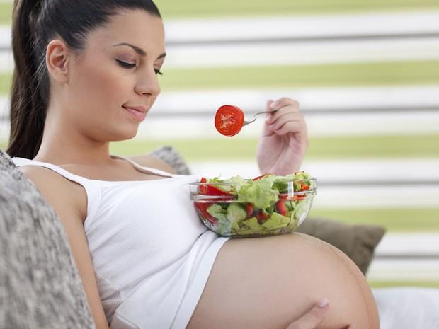 6 thói quen cực tốt bà bầu cần duy trì mỗi ngày để mẹ và bé đều khỏe mạnh, hạnh phúc - Ảnh 3.