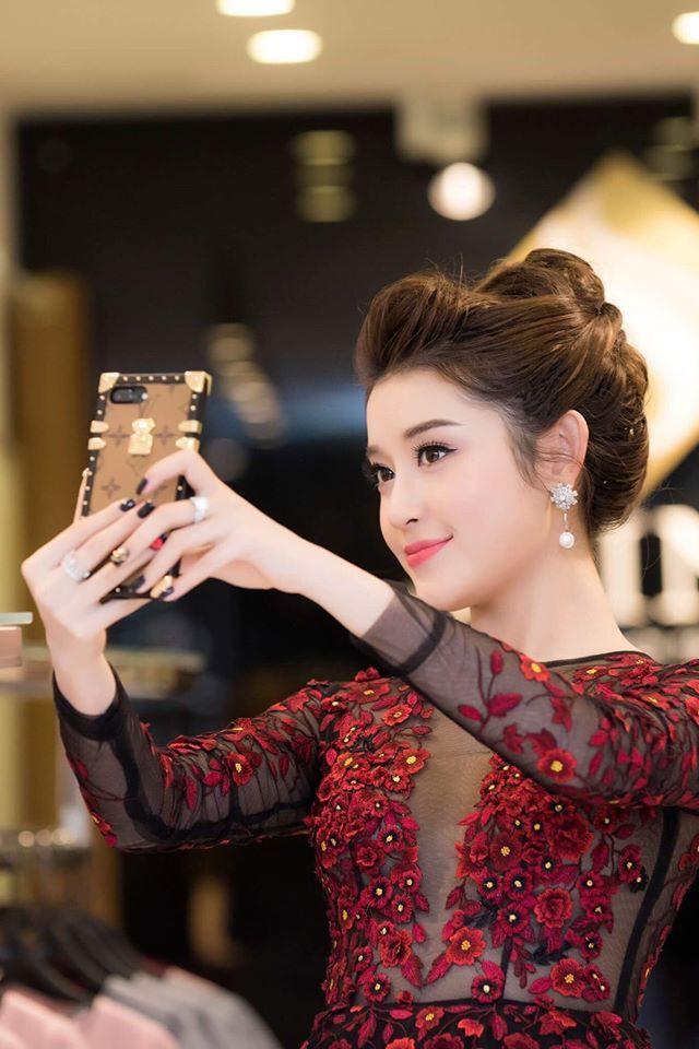 Món phụ kiện nhỏ xinh có giá 28 triệu này lại được Hương Giang và loạt sao Việt yêu thích  - Ảnh 7.