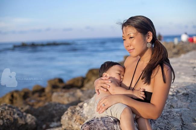 Những khoảnh khắc mẹ thần thái rạng ngời, ôm cho con bú: Huyền Baby tỏa sáng như nữ thần, Hằng túi kín đáo vẫn làm tròn thiên chức - Ảnh 19.