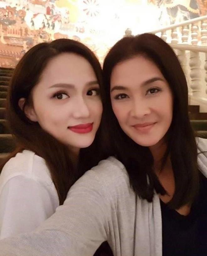 Sau bao lần chị em thân thiết trên mạng xã hội, cuối cùng Hương Giang idol và chị đại Lukkade cũng hội ngộ - Ảnh 1.