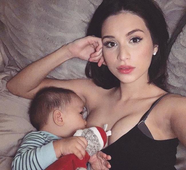 Những khoảnh khắc mẹ thần thái rạng ngời, ôm cho con bú: Huyền Baby tỏa sáng như nữ thần, Hằng túi kín đáo vẫn làm tròn thiên chức - Ảnh 9.