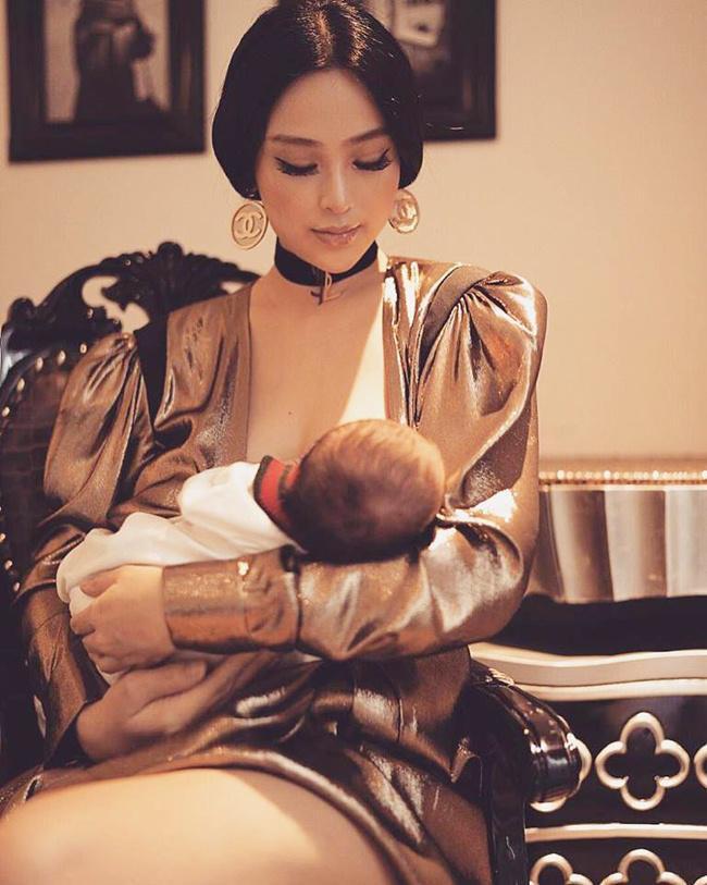 Những khoảnh khắc mẹ thần thái rạng ngời, ôm cho con bú: Huyền Baby tỏa sáng như nữ thần, Hằng túi kín đáo vẫn làm tròn thiên chức - Ảnh 2.