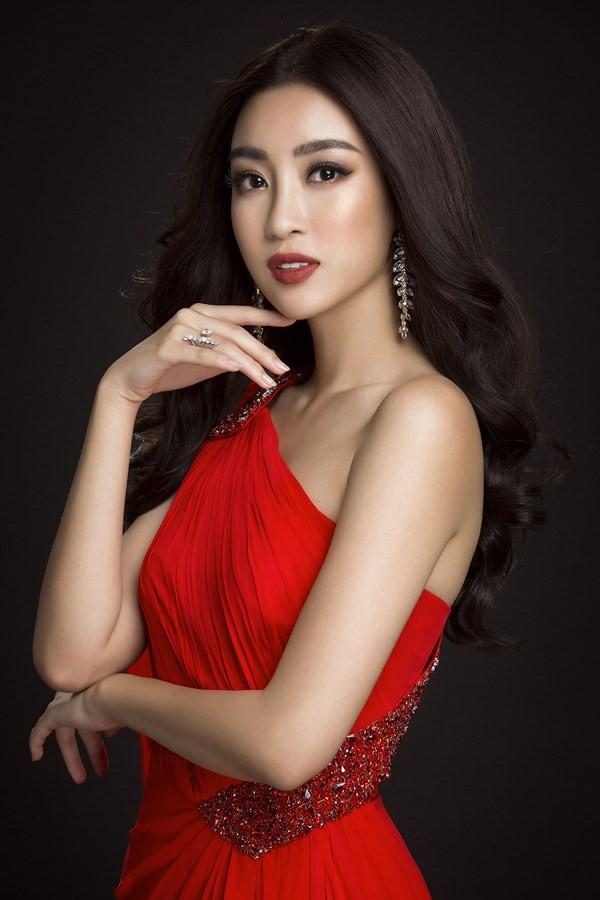 Cùng diện váy đỏ gợi cảm, Dương Tú Anh đẹp trong trẻo trong khi Đỗ Mỹ Linh lại lộng lẫy gợi cảm - Ảnh 8.