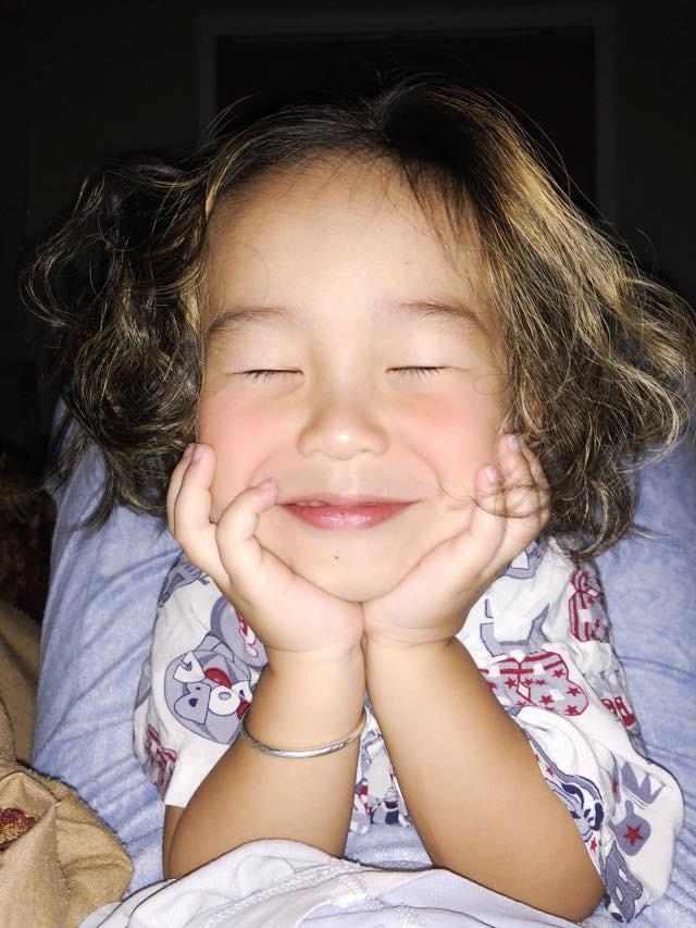 Màn nhận lỗi siêu yêu của cậu bé tóc mây lém lỉnh khiến mẹ không thể nhịn cười - Ảnh 3.