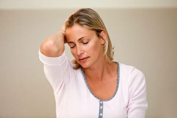 Chuyên gia hướng dẫn sơ cứu đúng cách khi bị hạ huyết áp, tránh biến chứng tim mạch cực nguy hiểm - Ảnh 2.
