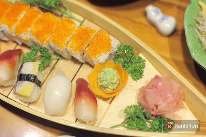 Chuẩn bị đưa đũa gắp thì miếng sushi bỗng động đậy vẫy vẫy, bạn có dám ăn không? - Ảnh 1.
