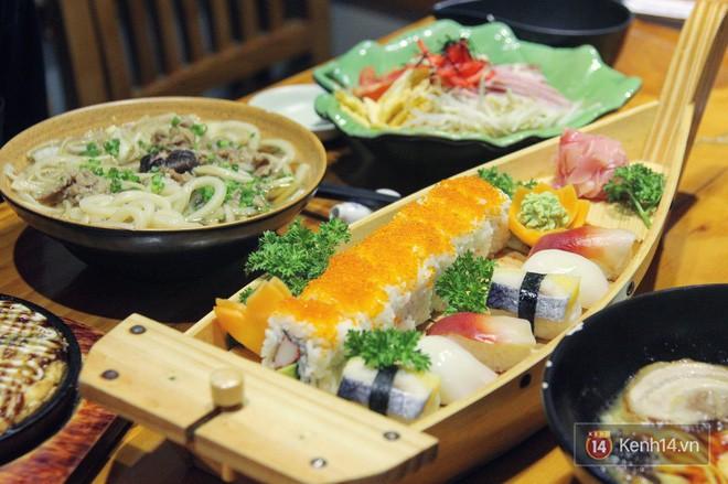 Chuẩn bị đưa đũa gắp thì miếng sushi bỗng động đậy vẫy vẫy, bạn có dám ăn không? - Ảnh 2.