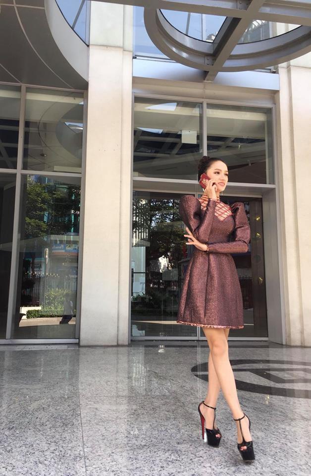 Hương Giang và 2 nàng Hoa hậu khác cùng so bì nhan sắc trong 1 thiết kế váy, và kết quả đúng là bất phân thắng bại - Ảnh 1.