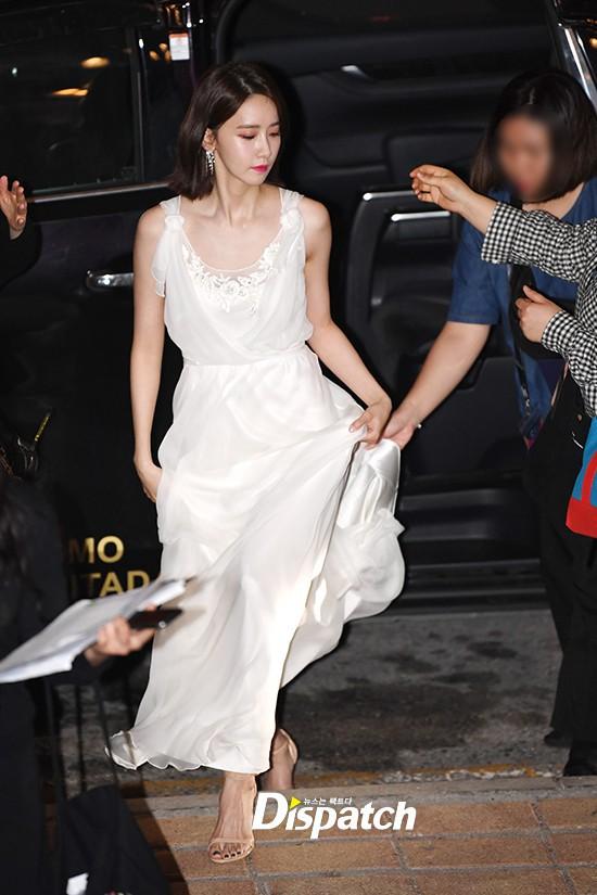 Lộ mặt dài, cơ thể gầy đến mức lộ xương ngực, Yoona vẫn trở thành nữ thần của thảm đỏ hot nhất hôm nay! - Ảnh 1.