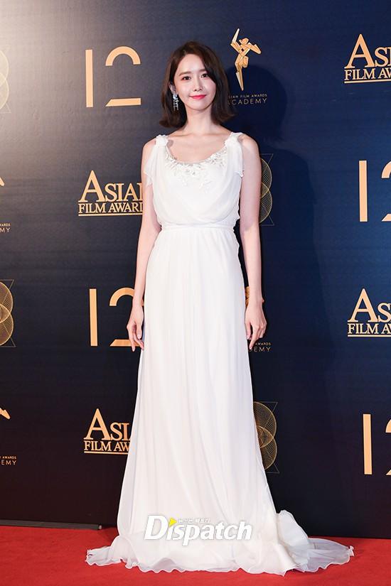 Lộ mặt dài, cơ thể gầy đến mức lộ xương ngực, Yoona vẫn trở thành nữ thần của thảm đỏ hot nhất hôm nay! - Ảnh 9.