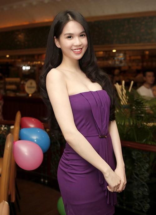 Cả kho đồ hiệu nhưng lại chọn mặc chiếc váy tím lịm của 5 năm trước, Ngọc Trinh bị chê sến và lạc điệu - Ảnh 9.