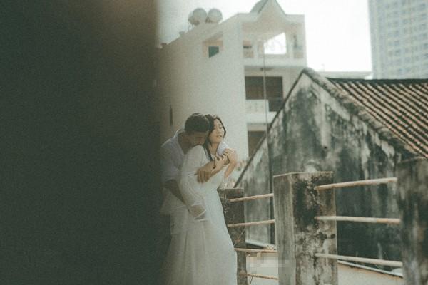 Thêm một bộ ảnh cưới vintage với nhà cổ và màu ảnh thập niên 90 khiến FA lại đứng ngồi không yên vì... thèm yêu - Ảnh 2.