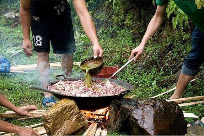 Chuột bao tử ăn sống, gà khô để nguyên lông là 2 trong 5 món ăn kỳ quái nhất Trung Quốc, người phàm ăn nhất cũng ái ngại - Ảnh 10.