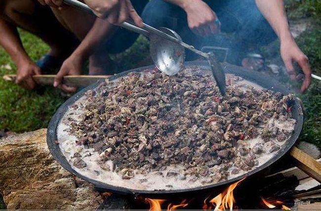 Chuột bao tử ăn sống, gà khô để nguyên lông là 2 trong 5 món ăn kỳ quái nhất Trung Quốc, người phàm ăn nhất cũng ái ngại - Ảnh 9.