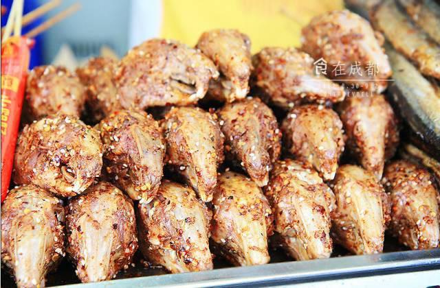 Chuột bao tử ăn sống, gà khô để nguyên lông là 2 trong 5 món ăn kỳ quái nhất Trung Quốc, người phàm ăn nhất cũng ái ngại - Ảnh 3.