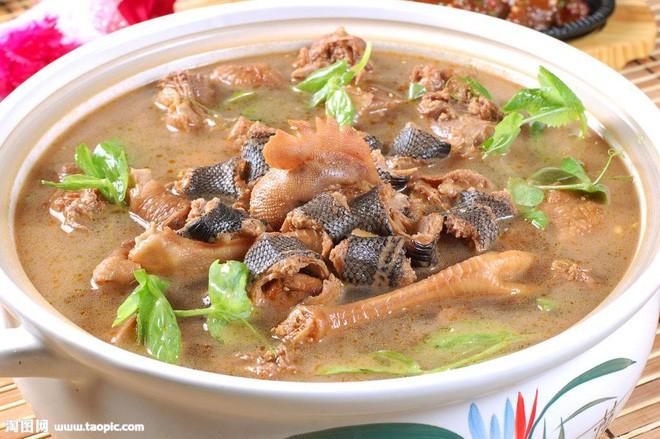 Chuột bao tử ăn sống, gà khô để nguyên lông là 2 trong 5 món ăn kỳ quái nhất Trung Quốc, người phàm ăn nhất cũng ái ngại - Ảnh 12.
