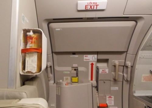 Nam hành khách tự ý mở cửa thoát hiểm máy bay, Vietnam Airlines phải tạm dừng hơn 2 giờ để xử lý - Ảnh 2.