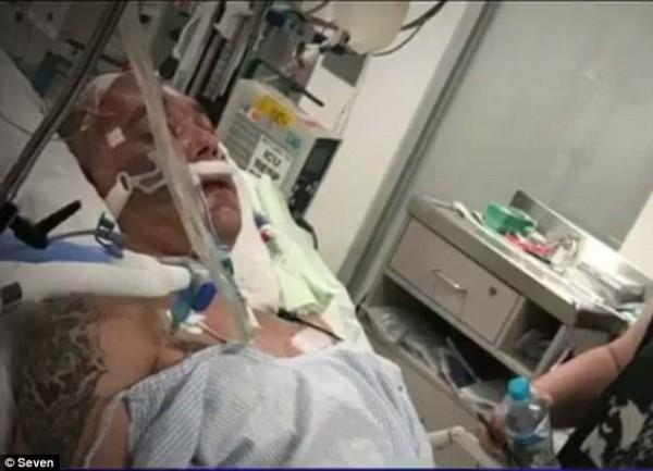 Người đàn ông bất ngờ tỉnh dậy sau 2 ngày gia đình rút ống thở và chuẩn bị thủ tục tang lễ - Ảnh 1.