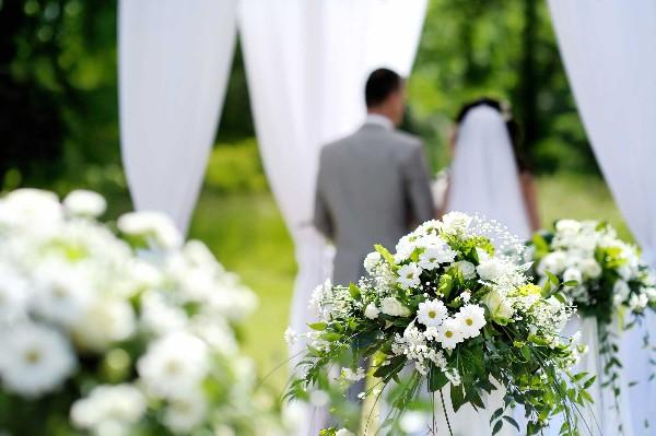 Nhìn vợ cũ cười hạnh phúc bên chồng mới, tôi mới hiểu ra hôn nhân không phải cứ dựa trên tình yêu là hạnh phúc - Ảnh 1.