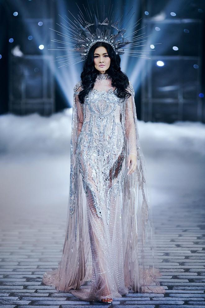 Chị đại Lukkade mặc đầm của NTK Chung Thanh Phong ghi hình The Face Thái 2018 - Ảnh 7.