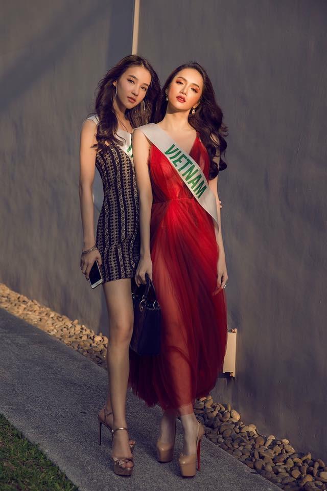 Cùng đọ sắc trong một khung hình, Hoa hậu Hương Giang và Á hậu Yoshi khiến fan loạn nhịp vì đẹp sắc nước hương trời - Ảnh 7.