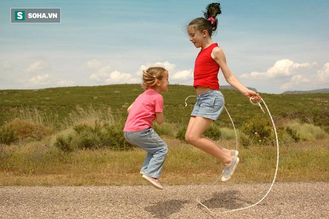 Bác sĩ tiết lộ 4 điều kiện quan trọng nhất để tăng trưởng chiều cao nhanh cho trẻ em - Ảnh 3.