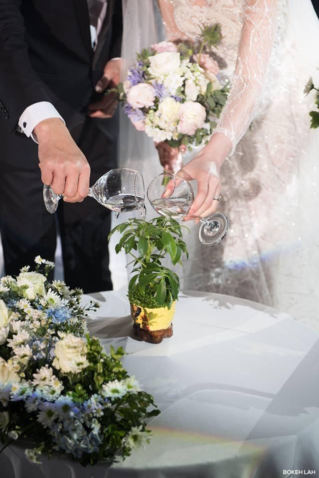 Cận cảnh đám cưới kỳ công xanh màu đại dương của Shark Hưng (Thương vụ bạc tỷ) và cô dâu Á hậu - Ảnh 17.