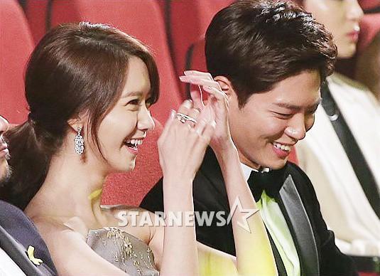 Cặp đôi cực phẩm Yoona và Park Bo Gum: Tình cờ nhiều lần như định mệnh, tình ý bùng nổ còn hơn phim - Ảnh 21.