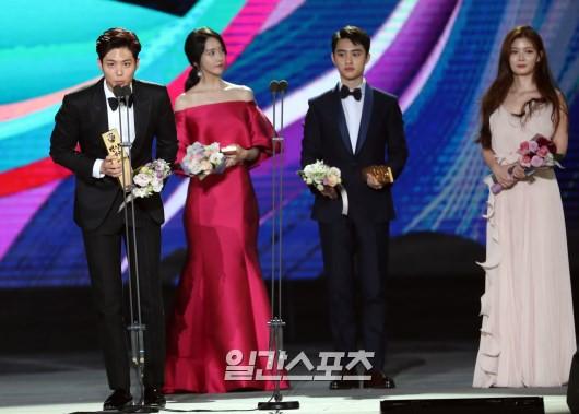 Cặp đôi cực phẩm Yoona và Park Bo Gum: Tình cờ nhiều lần như định mệnh, tình ý bùng nổ còn hơn phim - Ảnh 27.