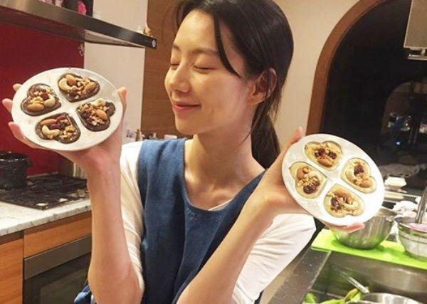 Vợ tài tử Bae Yong Joon tiết lộ bí quyết đẹp rạng ngời sau khi sinh - Ảnh 11.