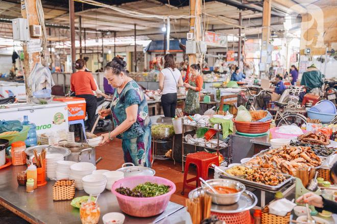 Thiên đường ăn vặt - chợ Cát Bi: Ăn hết sạch món ngon Hải Phòng chỉ với 100.000 đồng là chuyện vô cùng đơn giản! - Ảnh 2.