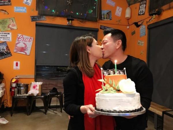Thanh Thảo hạnh phúc 'khoá môi' bạn trai Việt kiều trong tiệc sinh nhật sớm - Ảnh 4.