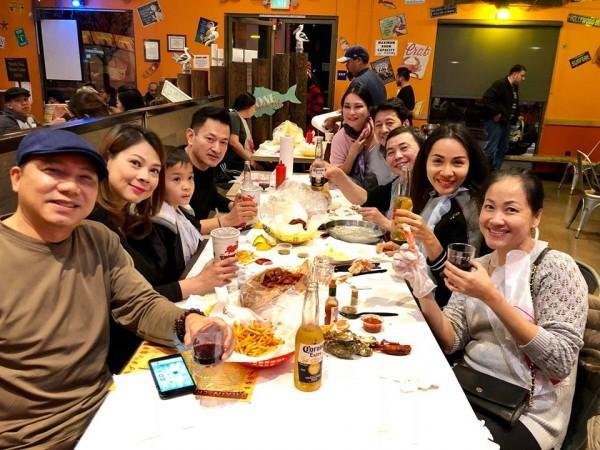 Thanh Thảo hạnh phúc 'khoá môi' bạn trai Việt kiều trong tiệc sinh nhật sớm - Ảnh 5.