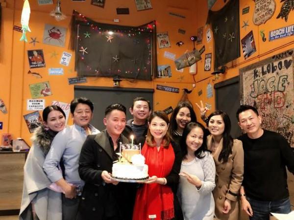 Thanh Thảo hạnh phúc 'khoá môi' bạn trai Việt kiều trong tiệc sinh nhật sớm - Ảnh 6.