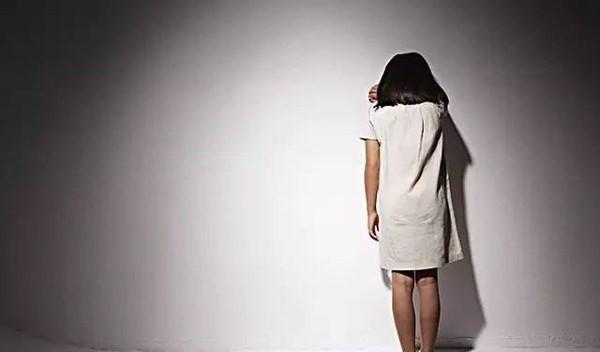 Bé gái 11 tuổi bị hàng xóm cưỡng hiếp suốt 6 tháng, cha mẹ không hay biết - Ảnh 1.