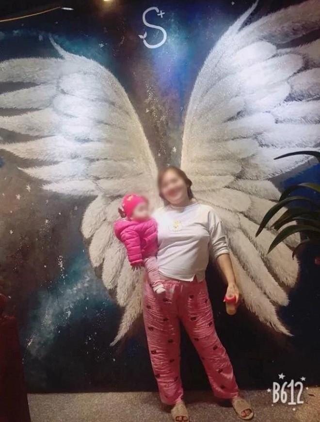 Bức ảnh khi thiên thần có con và bài học yêu thương mẹ - người phụ nữ vĩ dại nhất trong cuộc đời mỗi người - Ảnh 1.