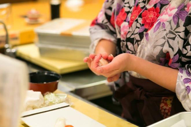 Cách khẳng định quyền bình đẳng nữ giới cực đặc biệt của một nhà hàng sushi ở Nhật và câu chuyện thú vị đằng sau - Ảnh 9.