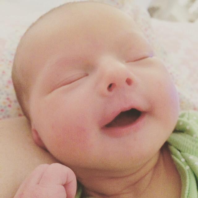 """Cận cảnh khuôn mặt hạnh phúc của những em bé """"phê"""" sữa sau khi bú mẹ - Ảnh 5."""
