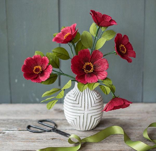 2 cách làm bình hoa giấy sắc đỏ trang trí nhà rực rỡ - Ảnh 4.