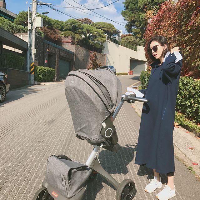 Bà xã Bae Yong Joon đã hạ sinh tiểu công chúa bình an  - Ảnh 2.