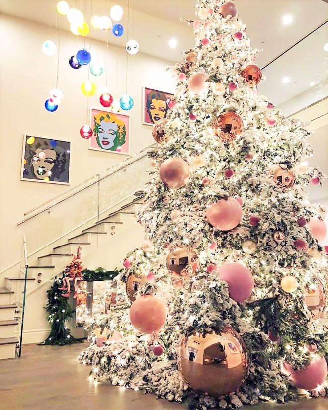Choáng ngợp trước căn biệt thự xa hoa có giá 12 triệu USD, rộng 1.226m2 của cô út nhà Kim - Kylie Jenner - Ảnh 6.